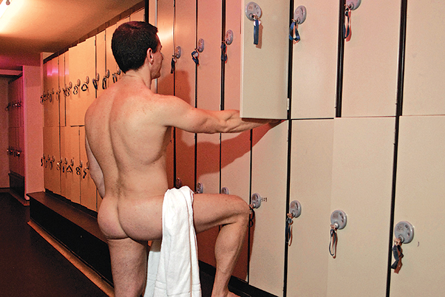 Chariots cum in a hot gay sauna